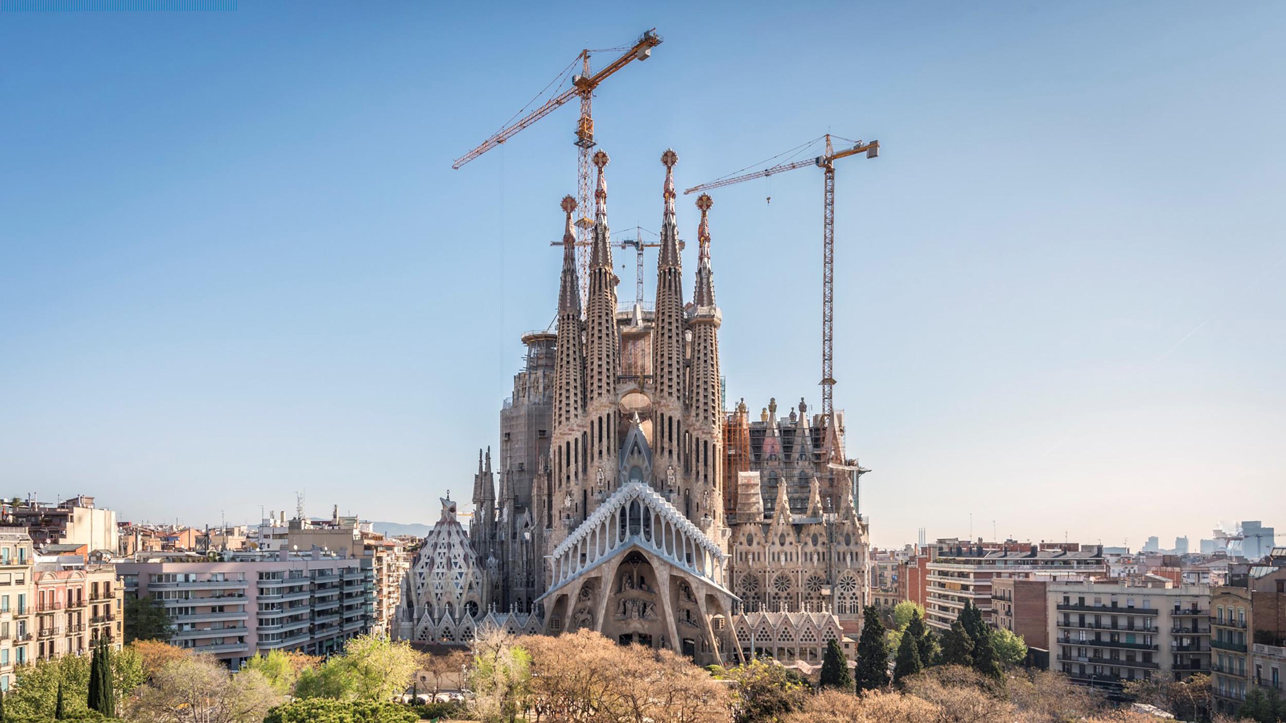 Sagrada-Familia-2000x1125-2